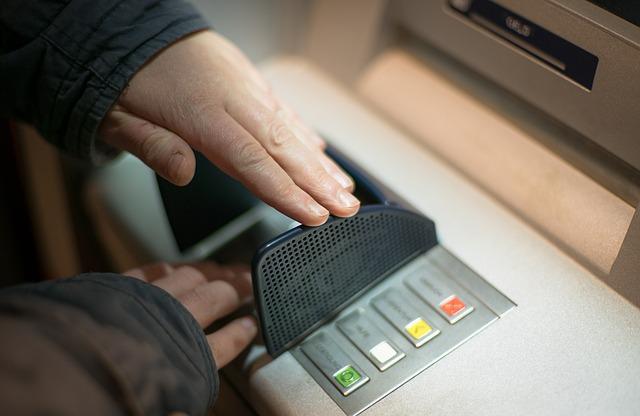 Pożyczka, a wypłaty z bankomatu